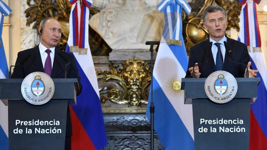 Los presidentes de Rusia y Argentina, Vladimir Putin y Mauricio Macri, en una conferencia de prensa en Buenos Aires, 1 de diciembre de 2018. (Foto: AFP)