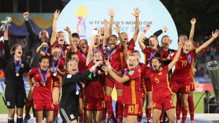 La selección española sub-17 de fútbol femenino celebra su triunfo en el Mundial de esta categoría, Uruguay, 1 de diciembre de 2018.