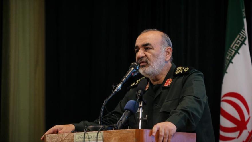 El subcomandante del Cuerpo de Guardianes de la Revolución Islámica (CGRI), el general de brigada Hosein Salami, ofrece un discurso en Irán