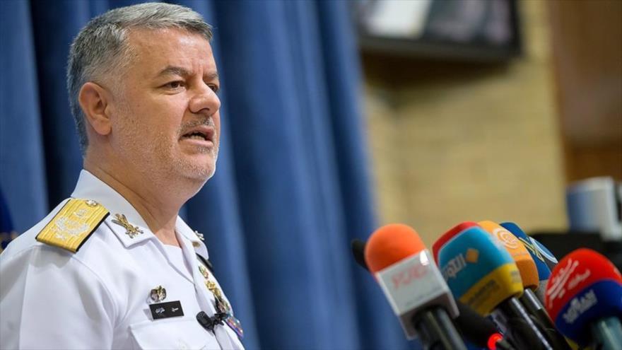 El comandante de la Fuerza Naval del Ejército de Irán, el almirante Hosein Janzadi.
