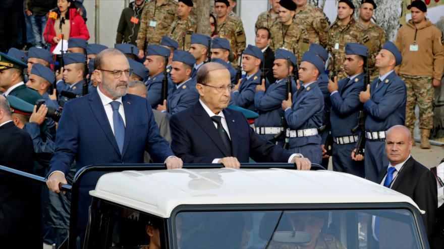 El presidente de El Líbano, Michel Aoun (dcha.), en un desfile militar en Beirut, 22 de noviembre de 2018.
