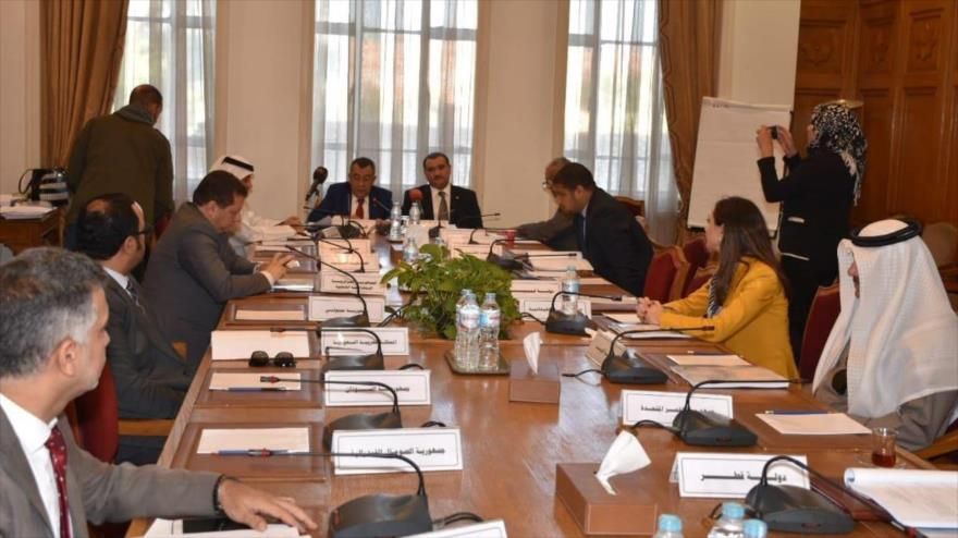 El secretario general adjunto de la LA para Asuntos de Palestina y los Territorios Árabes Ocupados, Said Abu Ali (dcha. centro) en una reunión del organismo.