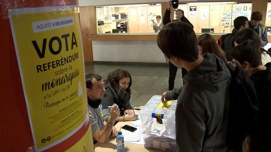 Estudiantes españoles impulsan referéndum sobre monarquía