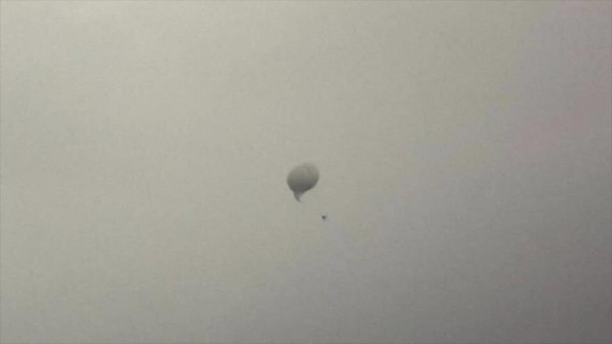 Israel lanza un globo aerostático con cámaras de vigilancia desde una localidad en el sur de El Líbano, 5 de diciembre de 2018. (Foto: MNA)