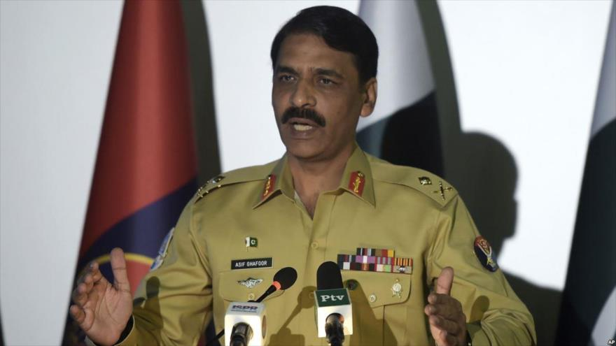 El portavoz del Ejército de Paquistán, el mayor general Asif Ghafoor, durante una conferencia de prensa.