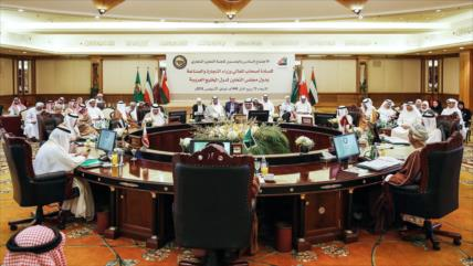 Informe: Salida de Catar de OPEP sería preludio de retirada de CCG