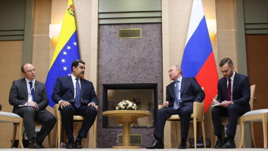 El presidente ruso, Vladimir Putin, y su par venezolano, Nicolás Maduro, en una reunión en Moscú (capital rusa), 6 de diciembre de 2018.