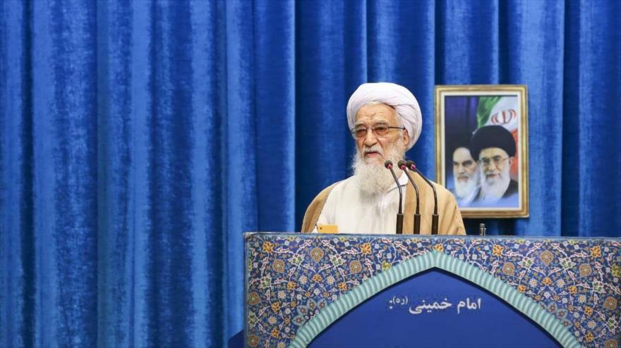 El ayatolá Mohamad Ali Movahedi Kermani ofrece el sermón de rezo del viernes en Teherán (capital persa), 7 de diciembre de 2018. (Foto: IRNA)