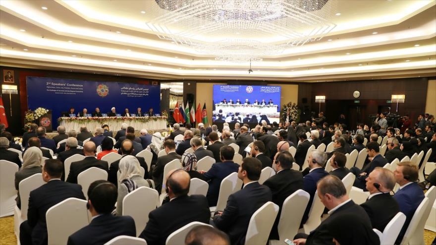 La 2.ª edición de la cumbre interparlamentaria de 6 países regionales, Teherán, 8 de diciembre de 2018. (Foto: president.ir)