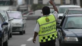Vídeos: Conductor mexicano se lleva a policía en el cofre