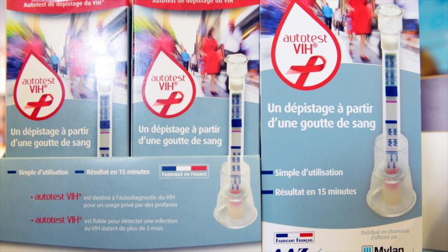 Un kit de autodiagnóstico del virus de VIH en una farmacia de París (capital de Francia). (Foto: AFP)