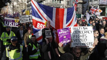Británicos, divididos cada vez más por el Brexit