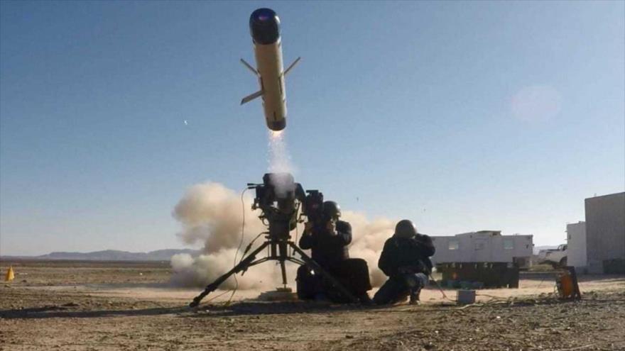 Las fuerzas israelíes lanzan un misil guiado antitanque Spike.