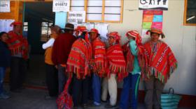 Peruanos aprueban en referéndum la no reelección congresal