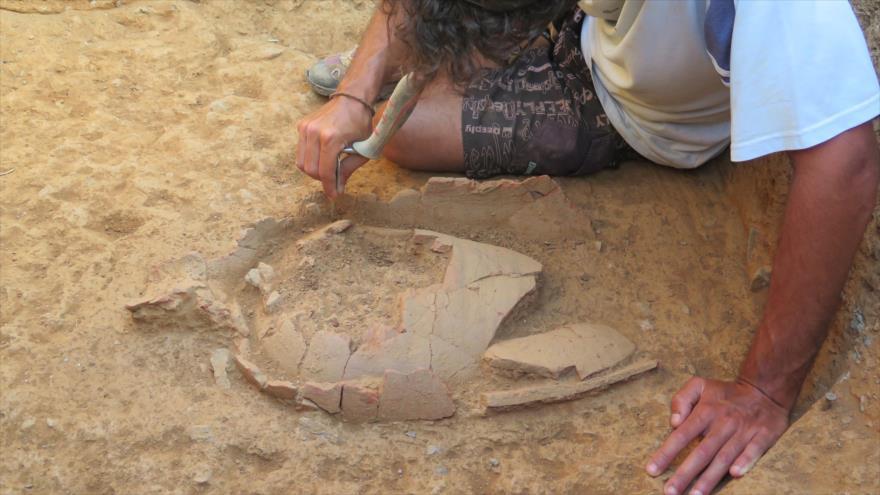 Un arqueólogo encuentra objetos históricos en Ceuta.