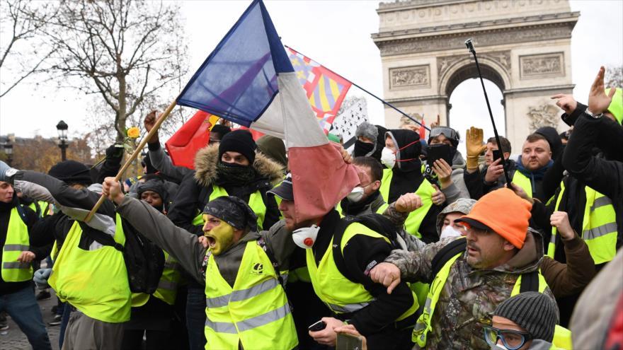 """Los llamados """"chalecos amarillos"""" protestan en París, capital francesa, 8 de noviembre de 2018. (Foto: AFP)"""