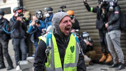 Hombre pierde la mano en Francia al recoger una bomba lacrimógena