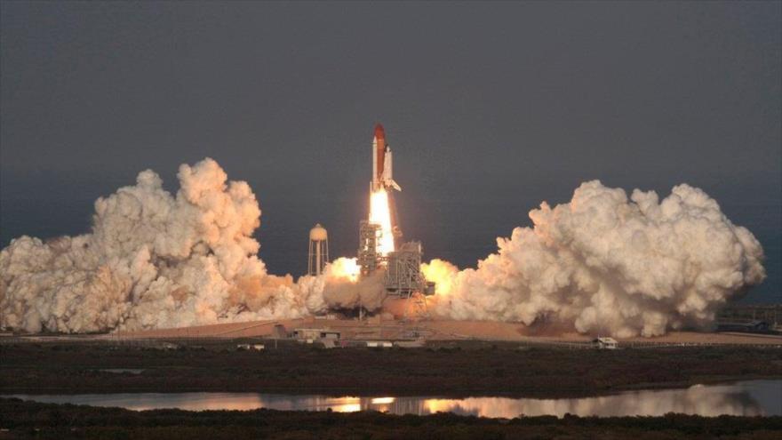 El transbordador espacial Discovery lanzado desde el centro espacial Kennedy, en Cabo Cañaveral, Florida (EE.UU.), 24 de febrero de 2011.