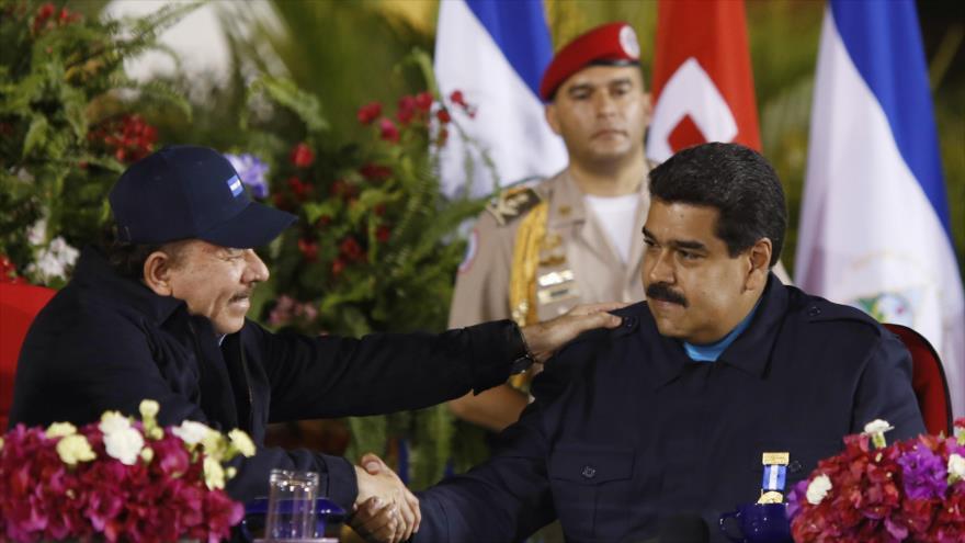 El presidente venezolano, Nicolás Maduro (dcha.), y su homólogo nicaragüense, Daniel Ortega.