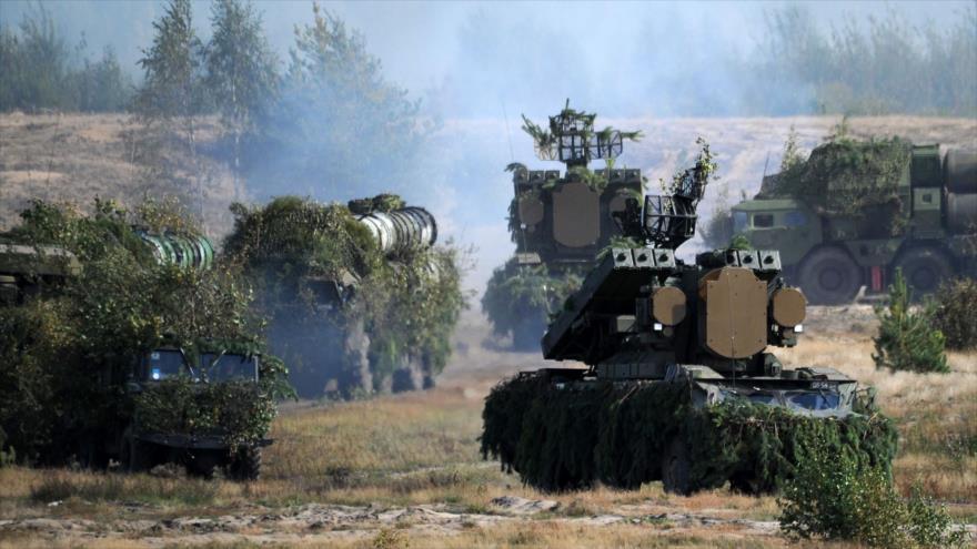 El Ejército ruso utiliza sistemas antiaéreos S-300 en unas maniobras militares, septiembre de 2017. (Foto: AFP)