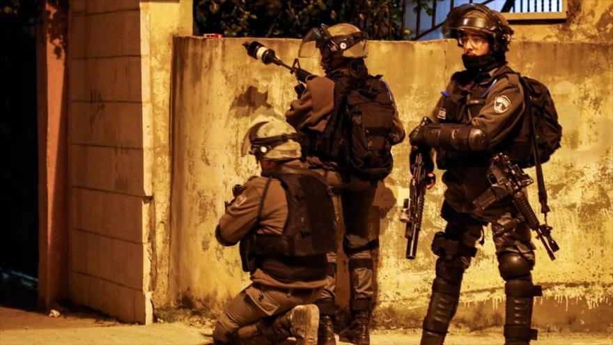 Fuerzas israelíes durante enfrentamientos con manifestantes palestinos en la ciudad de Ramalá, 11 de diciembre. (Foto: AFP)