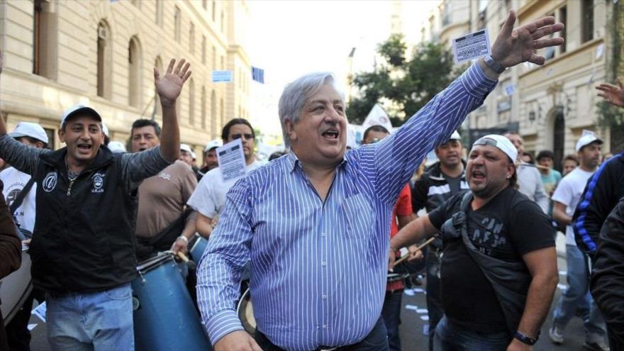 El secretario general de la Unión de Empleados de la Justicia de la Nación (UEJN), Julio Piumato (centro), un una protesta contra medidas del Gobierno.