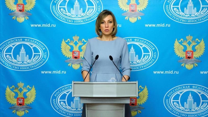 La portavoz de la Cancillería rusa, María Zajarova, habla durante una rueda de prensa en Moscú (capital).