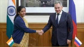 Rusia y La India alcanzan acuerdos militares 'sin precedentes'