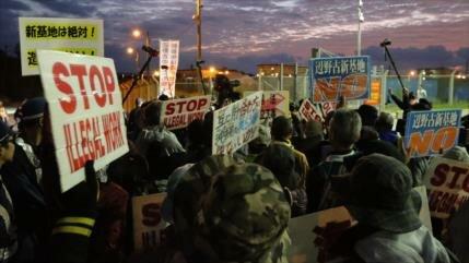 Japoneses protestan contra reubicación de base de EEUU en Okinawa