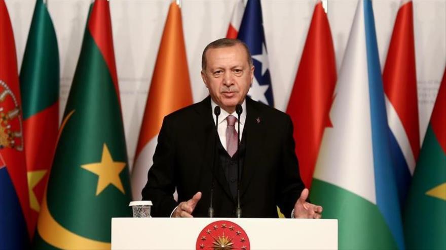 El presidente turco, Recep Tayyip Erdogan, habla en una sesión de la Organización de la Cooperación Islámica en Estambul, 14 de diciembre de 2018.