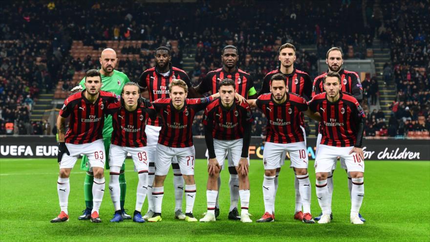 Los jugadores del club italiano AC Milan antes del partido de la Liga Europea ante F91 Dudelange, 29 de noviembre de 2018. (Foto: AFP).