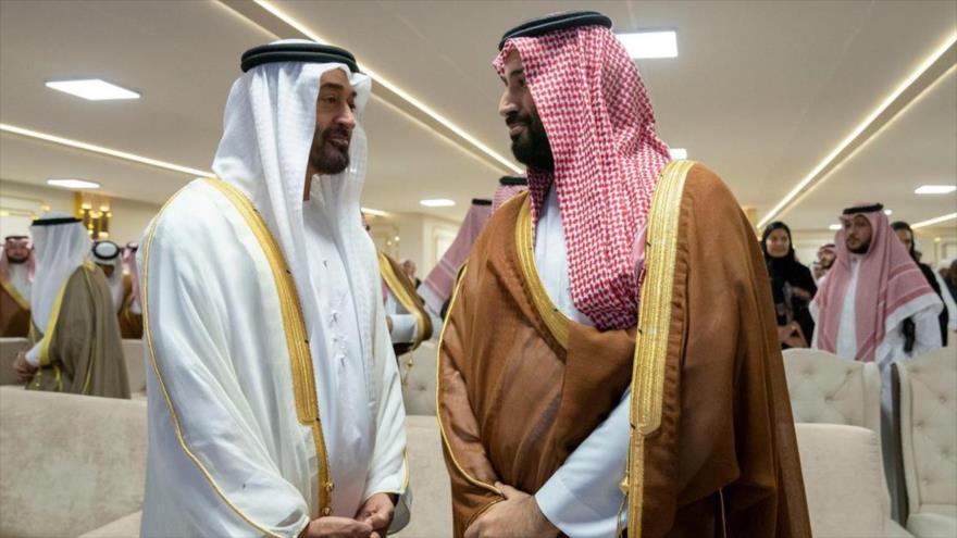 Los príncipes herederos saudíes y emiratíes, Muhamad bin Salman (dcha.) y Muhamad bin Zayed, respectivamente.