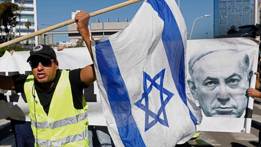 Chalecos amarillos israelíes protestan en Tel Aviv, en los territorios ocupados, por los altos costos de vida, 14 de diciembre de 2018. (Foto: AFP)