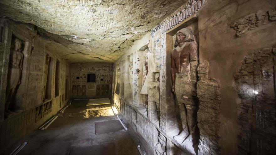 Una tumba de un sacerdote de hace más de 4400 años descubierta en Saqara, cerca de El Cairo, 15 de diciembre de 2018.