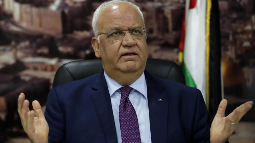 El secretario general de la Organización para la Liberación de Palestina (OLP), Saeb Erekat, habla a la prensa, Ramalá, 1 de septiembre de 2018. (Foto: AFP)