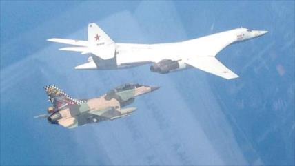Vídeo: Maniobras Rusia-Venezuela con cazas Tu-160, F-16 y Su-30
