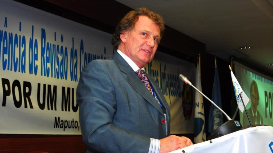 Carlos Sersale, el embajador argentino en Londres, capital británica, durante un discurso, 26 de junio de 2014.