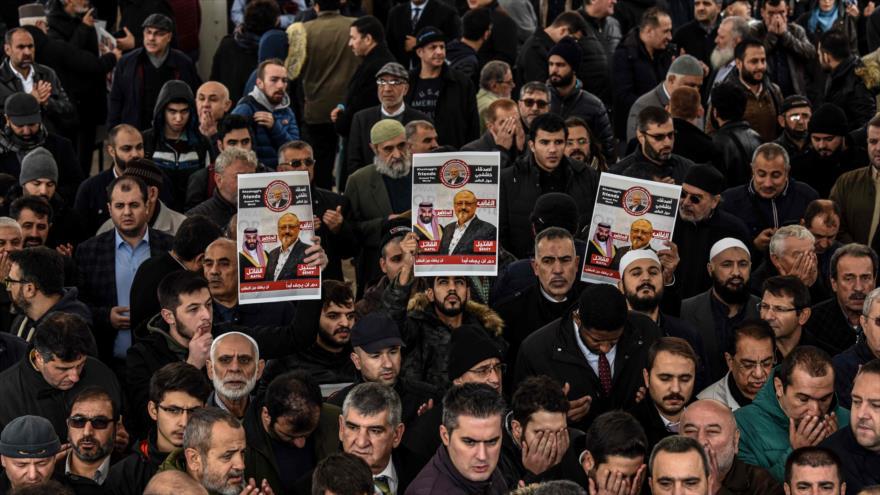 Se manifiestan frente al consulado saudí en Turquía para condenar el asesinato del columnista Jamal Khashoggi, 16 de noviembre de 2018. (Foto: AFP)