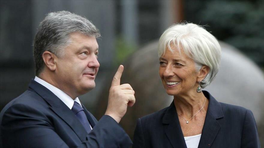 El presidente de Ucrania, Petro Poroshenko, junto a la directora general del FMI, Christine Lagarde.
