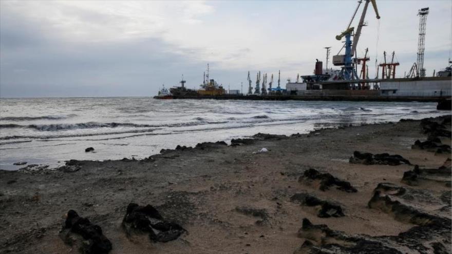 Grúas y barcos en el puerto de Azov, en Berdyansk, Ucrania, 30 de noviembre de 2018. (Foto: Reuters)