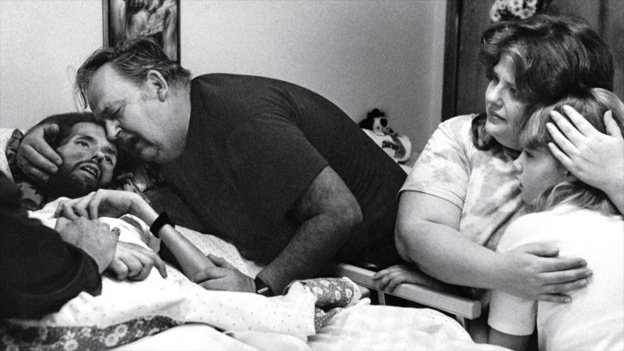 Fotos que sacuden al mundo: El cadáver de David Kirby, primera víctima del sida