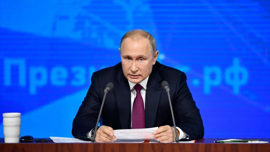 El presidente de Rusia, Vladimir Putin, habla en una conferencia de prensa internacional en Moscú, la capital rusa, 20 de diciembre de 2018. (Foto: AFP)