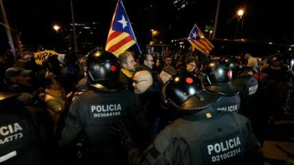 Sánchez y Torra se reúnen en Cataluña entre protestas