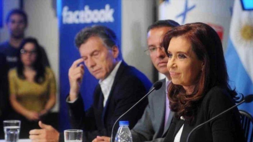 Cristina Fernández de Kirchner y Mauricio Macri en la inauguración de las oficinas de Facebook. (Foto: Télam)