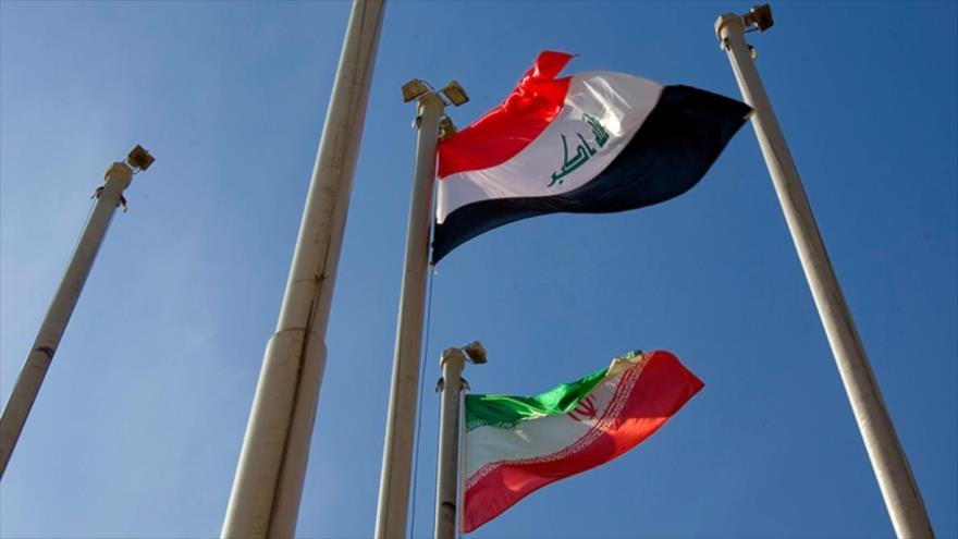 Las banderas de Irak (arriba) y de Irán (abajo).