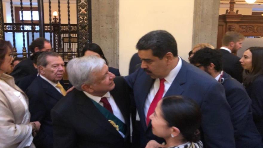 El presidente de México, Andrés Manuel López Obrador (izq.), y su par venezolano, Nicolás Maduro, Ciudad de México, 1 de diciembre de 2018.
