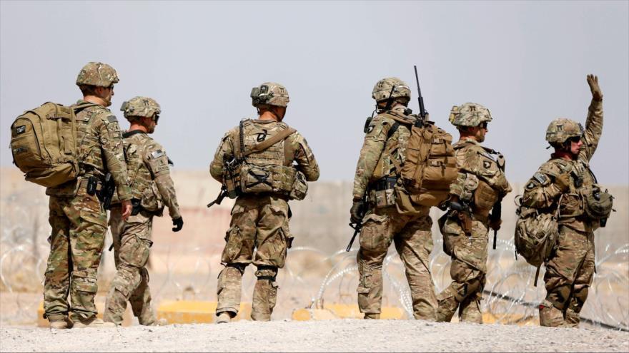 Las tropas de EE.UU. caminan fuera de una base en la provincia de Uruzgan, en el sur de Afganistán, 7 de julio de 2017. (Foto: Reuters)