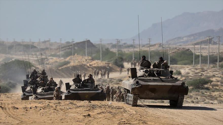 Tanques del Cuerpo de Guardianes de la Revolución Islámica (CGRI) de Irán en unos ejercicios en Qeshm (sur), 22 de diciembre de 2018. (Foto: Fars)