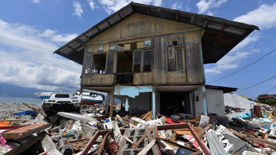 Un tsunami en indonesia dejó cientos de muertos y heridos