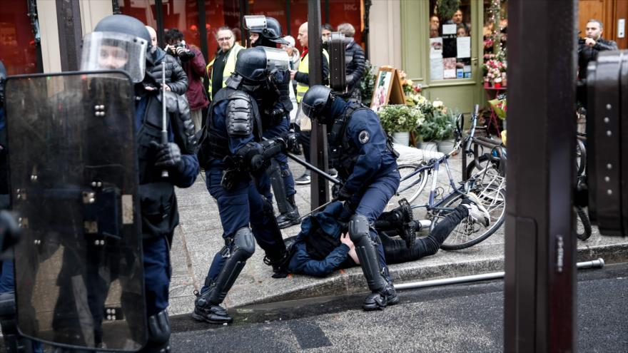 Policía francesa arresta a 220 manifestantes de chalecos amarillos
